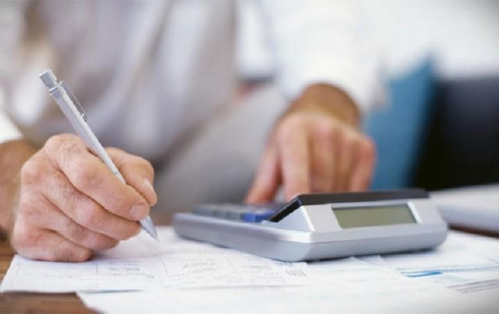 Τι αλλάζει με τη νέα φορολογική κλίμακα - Ποιοι κερδίζουν και ποιοι επιβαρύνονται