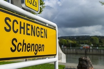 H Κομισιόν αποφασίζει αύριο για προσωρινό έξοδο της Ελλάδας από την Σένγκεν