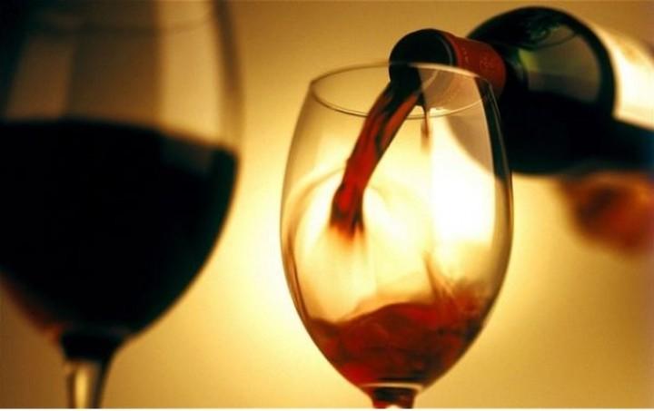 Στο ΣτΕ ο φόρος για το κρασί