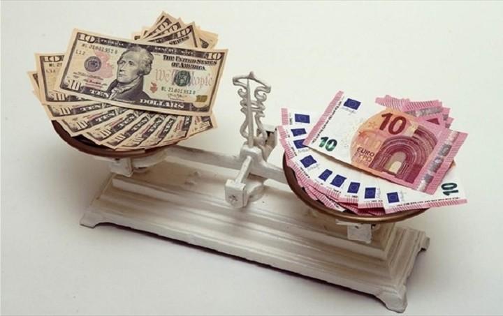 Υποχώρηση 0,10% για το ευρώ