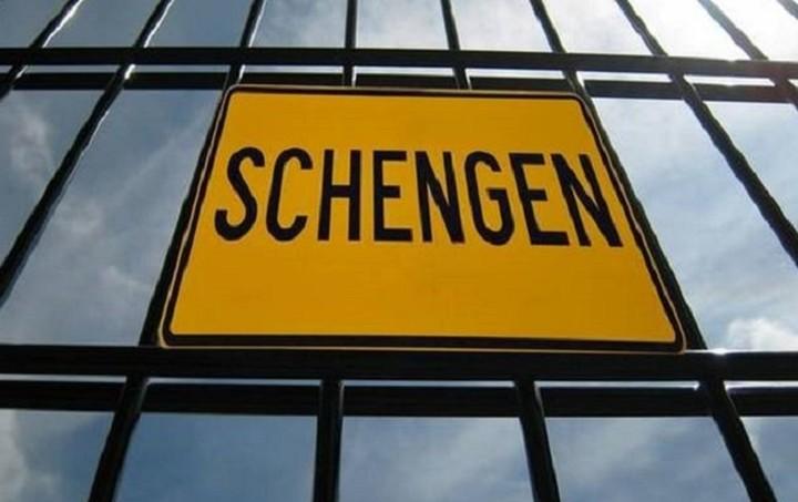 Τι αλλάζει για τους Έλληνες σε περίπτωση εξόδου της χώρας από τη Σένγκεν
