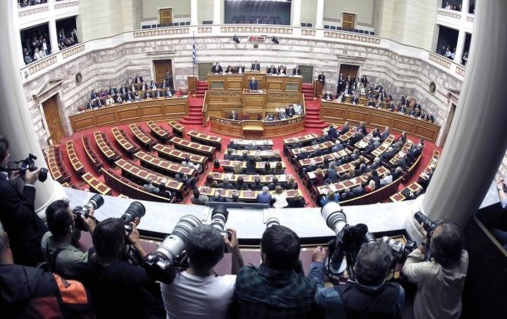 Αντιπαράθεση στην Βουλή για τις τηλεοπτικές άδειες