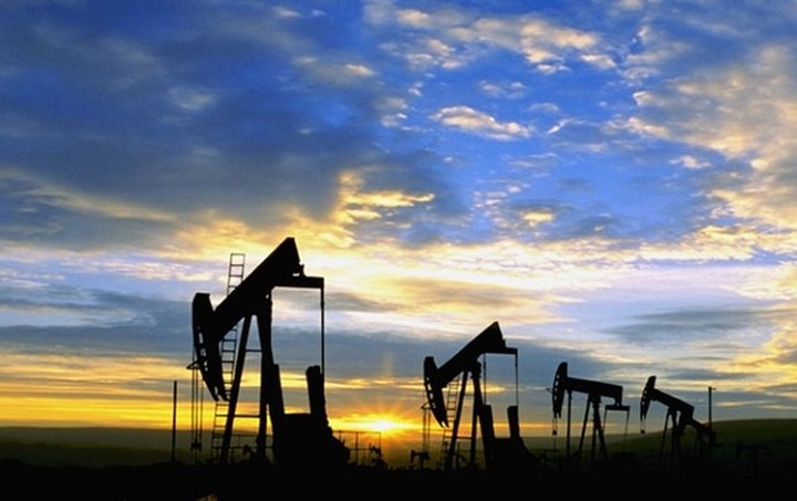 Reuters: Λίγο πάνω από τα 40 δολάρια η τιμή του πετρελαίου φέτος