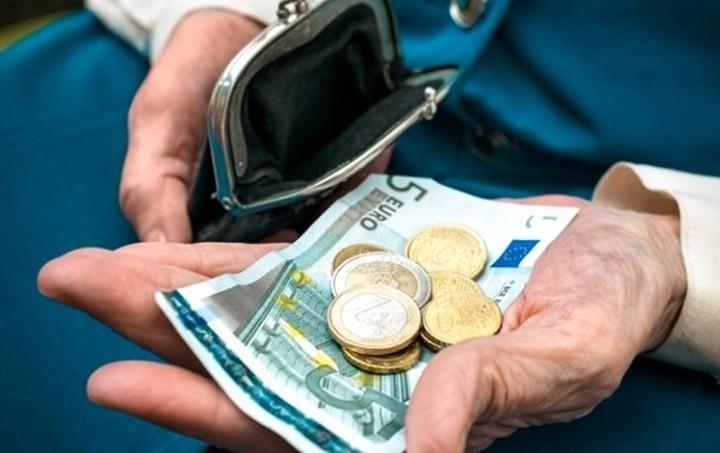 Γιατι οι δανειστές θα ζητήσουν μεγαλύτερο «ψαλίδι» στις συντάξεις