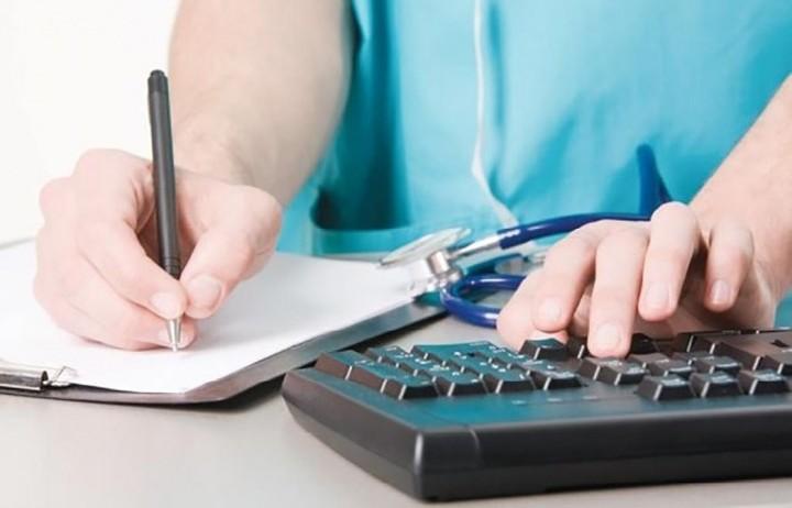Με αποχή από την ηλεκτρονική συνταγογράφηση απειλούν οι γιατροί
