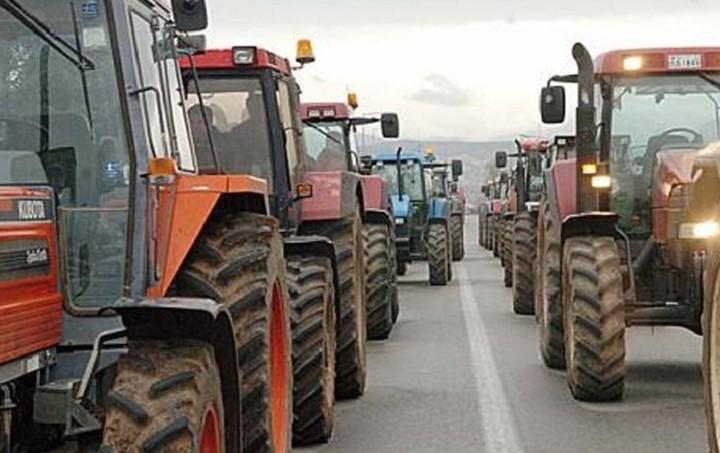 Κλιμακώνονται οι αγροτικές κινητοποιήσεις - Πού υπάρχουν μπλόκα