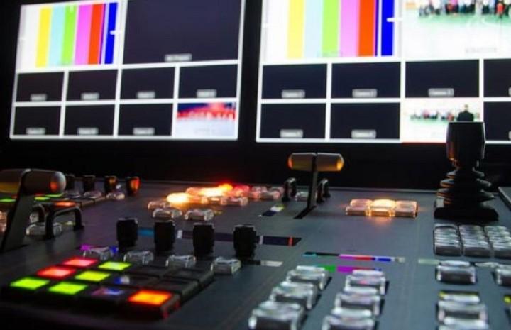 Συνεχίζονται οι διαβούλευσεις για τις τηλεοπτικές άδειες