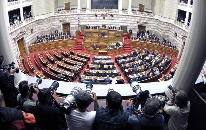 Νομοθετική ρύθμιση μετά το «αδιέξοδο» για τις τηλεοπτικές άδειες