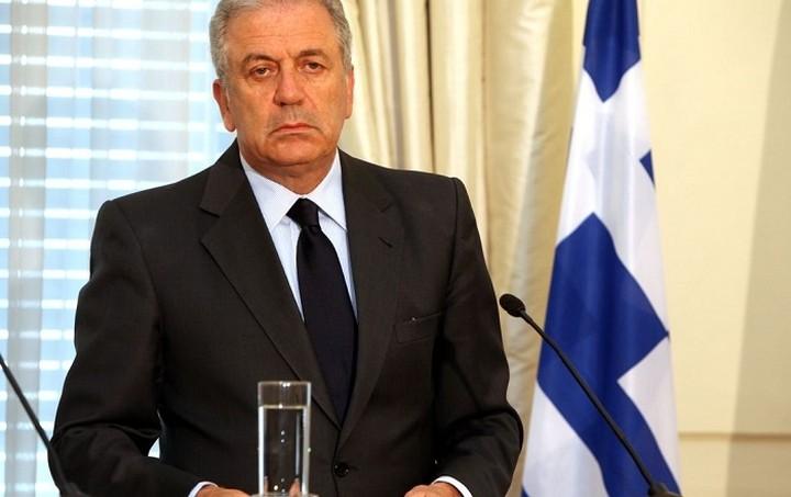 Αβραμόπουλος: Η Κομισιόν στηρίζει Ελλάδα και Ιταλία