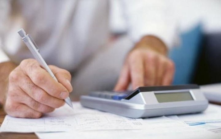 Όλα για τις φετινές φορο-δηλώσεις: οι προθεσμίες, οι δόσεις, οι ελαφρύνσεις οι επιβαρύνσεις