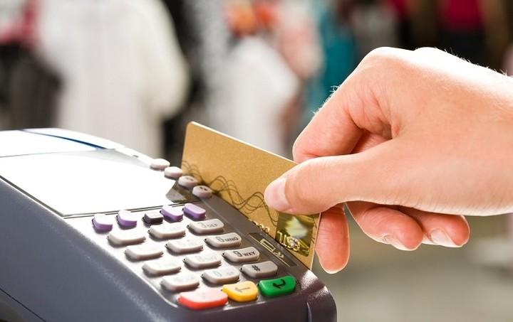Παρέμβαση της κυβέρνησης για τις υψηλές τραπεζικές χρεώσεις ζητά το ΒΕΑ