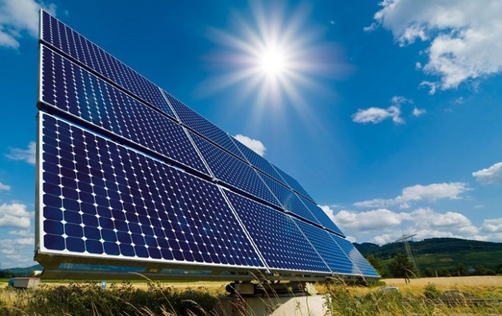 Πώς η ηλιακή ενέργεια μπορεί να βοηθήσει την Ελλάδα να βγει από την κρίση