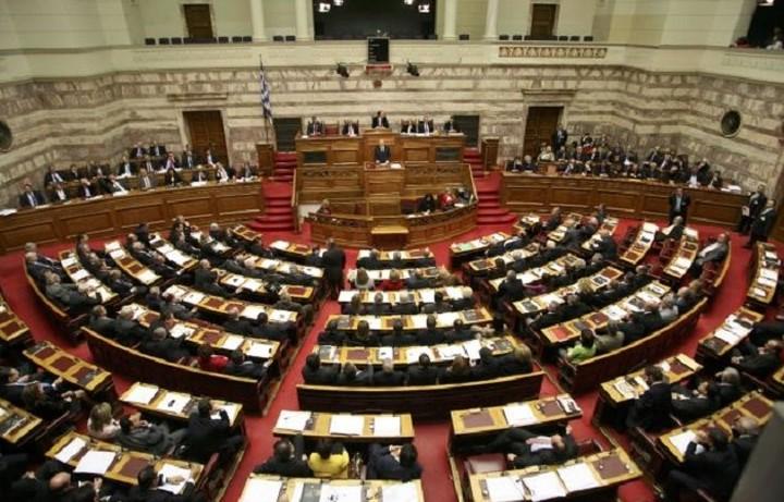 O Καμμένος ενημερώνει την Βουλή για το προσφυγικό και το ΝΑΤΟ
