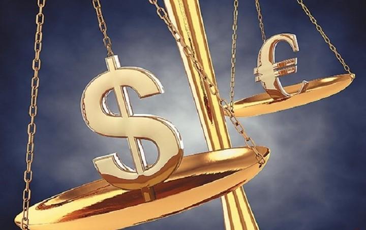 Σταθεροποιητικά το ευρώ έναντι του δολαρίου