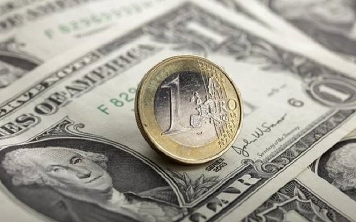 Σταθερή η ισοτιμία ευρώ - δολαρίου