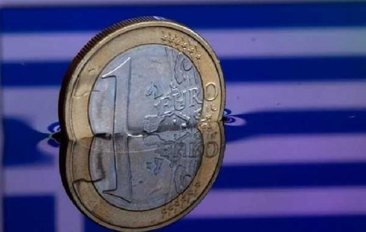 Οριακή πτώση 0,09% για το ευρώ έναντι του δολαρίου