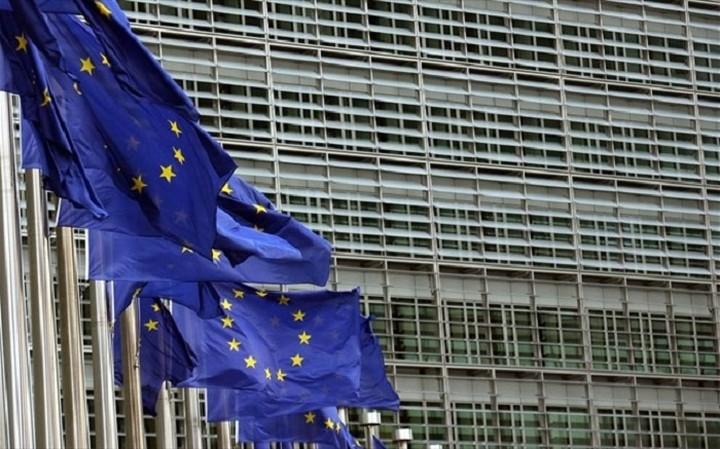Εκτακτη χρηματοδότηση 3,5 εκατ. στην Ελλάδα από την Κομισιόν για το προσφυγικό