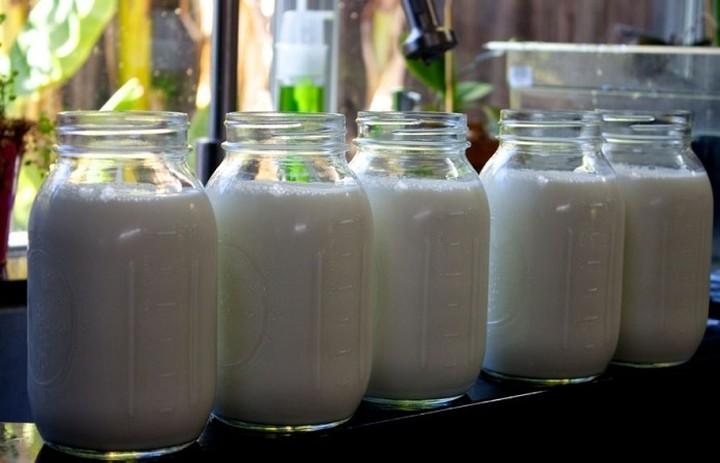 Πόσα λίτρα γάλα πουλήθηκαν από τα ΑΤΜ γάλακτος στην Αθήνα