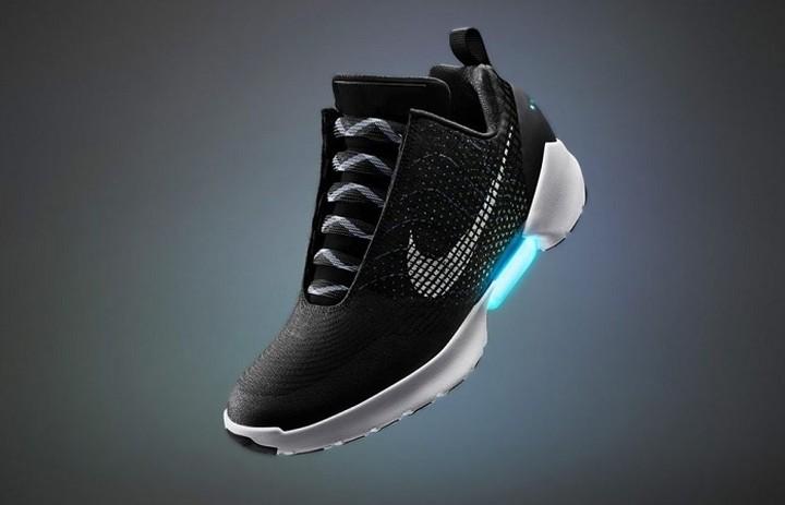 Έρχονται τα πρώτα παπούτσια που ...δένονται μόνα τους!