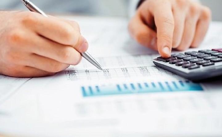 Αυτές είναι οι τελικές φορολογικές κλίμακες - Τι αλλάζει για εισφορά αλληλεγγύης, μισθούς συντάξεις και μερίσματα