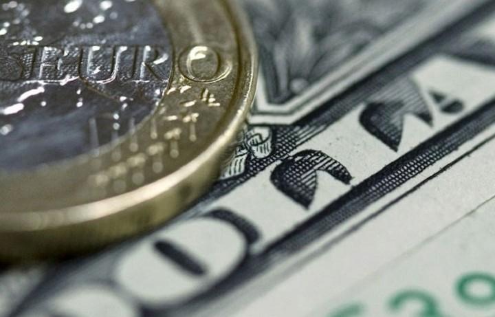 Υποχωρεί το ευρώ κατά 0,18% στα 1,1163 δολάρια