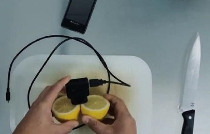 Φορτίστε το κινητό σας με ένα ...λεμόνι! (ΒΙΝΤΕΟ)
