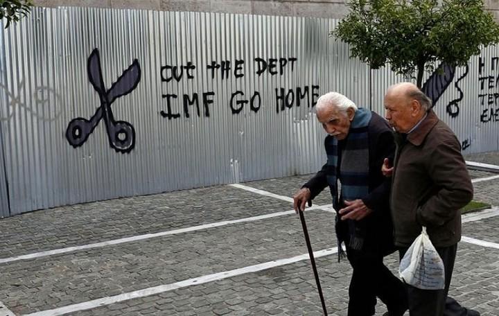 Έξι στους δέκα Έλληνες ζητούν απομάκρυνση του ΔΝΤ