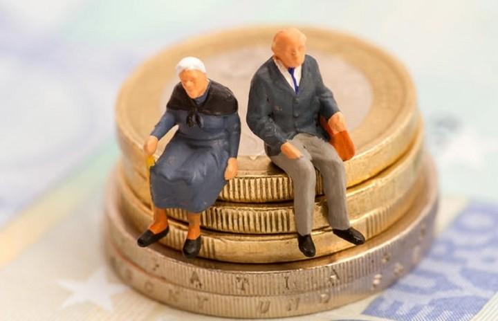 """Ποιοι κινδυνεύουν να χάσουν το 30% του εισοδήματός τους με το νέο """"πακέτο"""""""
