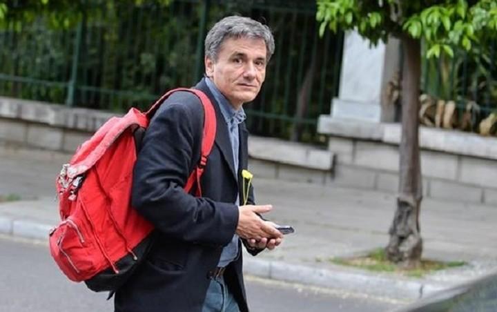 «Ψήνεται» περαιτέρω μείωση του αφορολόγητου – Το παρασκήνιο των διαπραγματεύσεων