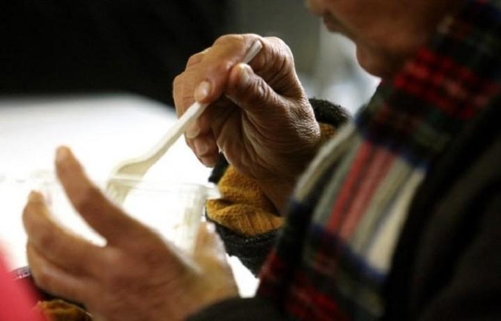 Πασχαλινό γεύμα στους άστεγους διοργανώνει ο δήμος Πειραιά