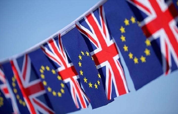 Υπέρ της παραμονής στην ΕΕ τάσσεται το 45% των Βρετανών