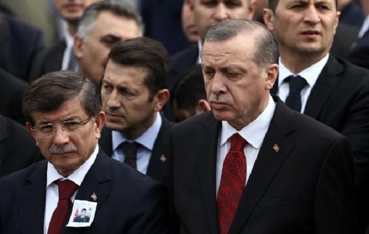 Μεγαλώνει η διαμάχη μεταξύ Ερντογάν - Νταβούτογλου
