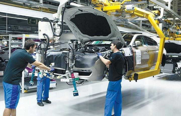 Ποια αυτοκινητοβιομηχανία περικόπτει 300 διοικητικές θέσεις