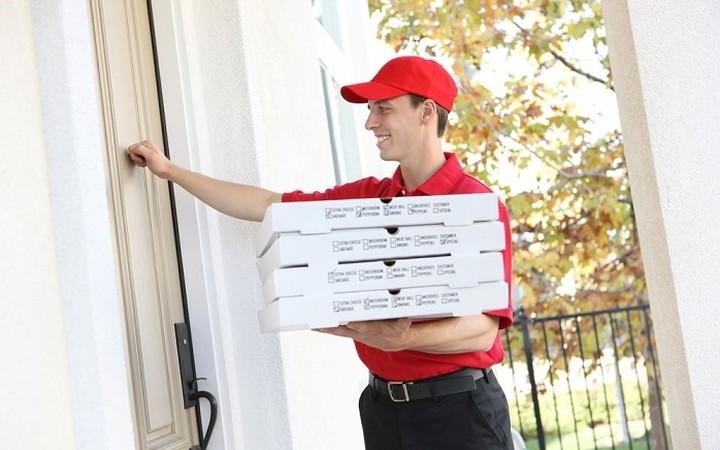 Η κρίση «κόβει» και το delivery