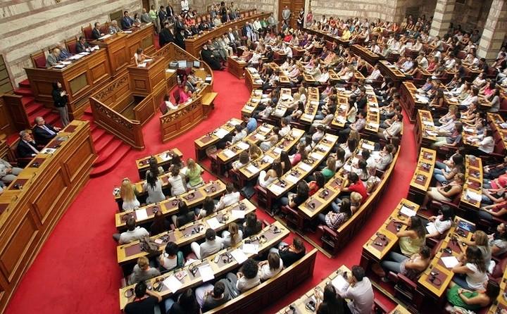 Την Πέμπτη στη Βουλή το πολυνομοσχέδιο με τον κόφτη