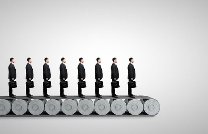 Ποιος κολοσσός της τεχνολογίας ετοιμάζει μαζικές απολύσεις
