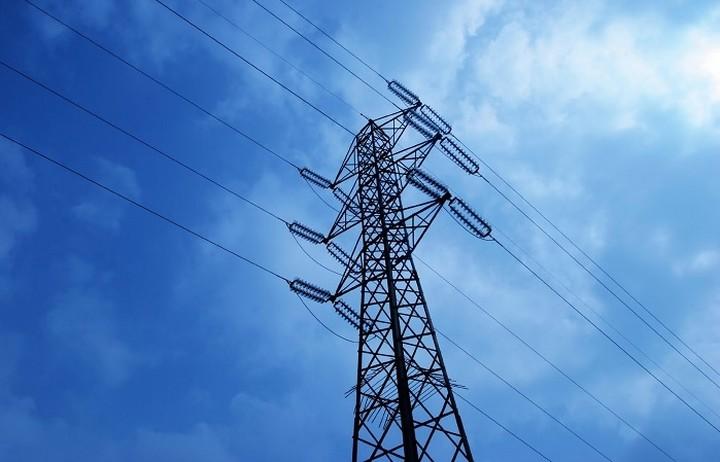 «Φουντώνει» ο ανταγωνισμός στην λιανική αγορά του ρεύματος μετά τις εκπτώσεις της ΔΕΗ