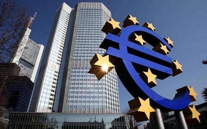 ΕΚΤ: Περιορισμένος ο ρόλος του ευρώ στο παγκόσμιο οικονομικό σύστημα το 2015