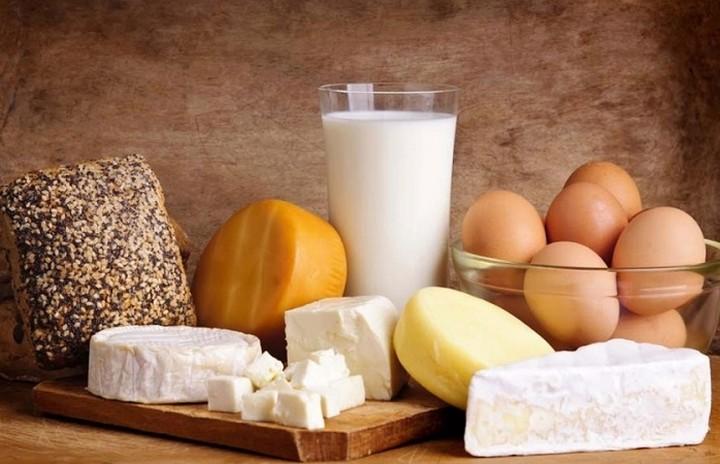 Δεύτερη ακριβότερη χώρα στην ΕΕ η Ελλάδα σε γάλα, αβγά, ψωμί και ψάρια