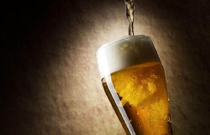 Ο πόλεμος της μπύρας: τα καρτέλ, τα πρόστιμα και οι ποινικές διώξεις
