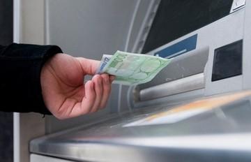 Αυξήθηκαν οι καταθέσεις στις ελληνικές τράπεζες