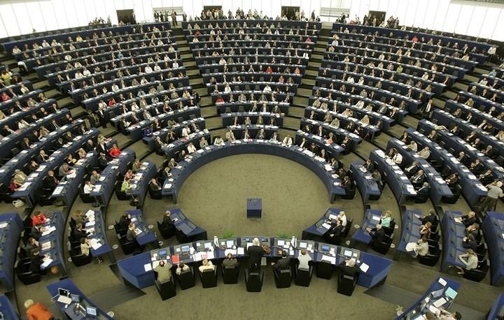 Ευρωπαϊκό Κοινοβούλιο: Το Ηνωμένο Βασίλειο πρέπει να σεβαστεί την επιθυμία των Βρετανών πολιτών