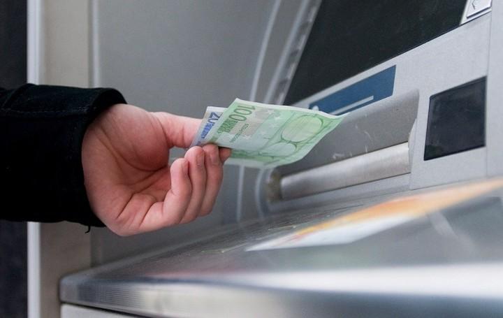 Οι τράπεζες προσφέρουν δελεαστικά επιτόκια για να αυξηθούν οι καταθέσεις