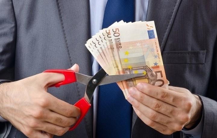 Ψαλίδι στους μισθούς -Ποιοι χάνουν έως και 88 ευρώ το μήνα