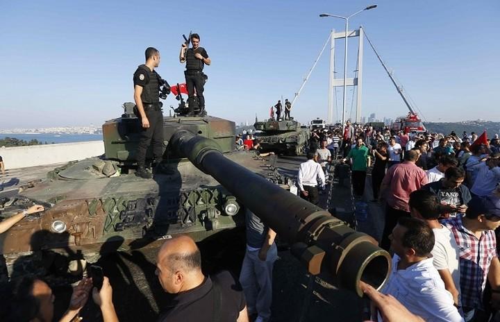 Ο Ερντογάν ελέγχει την κατάσταση- 1.563 στρατιωτικοί έχουν συλληφθεί