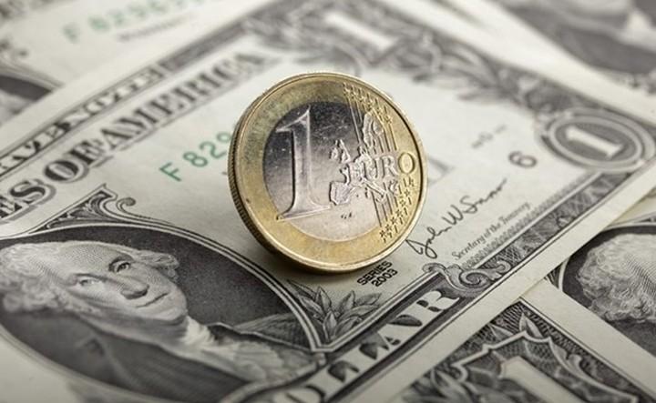 Το ευρώ ενισχύεται έναντι του δολαρίου