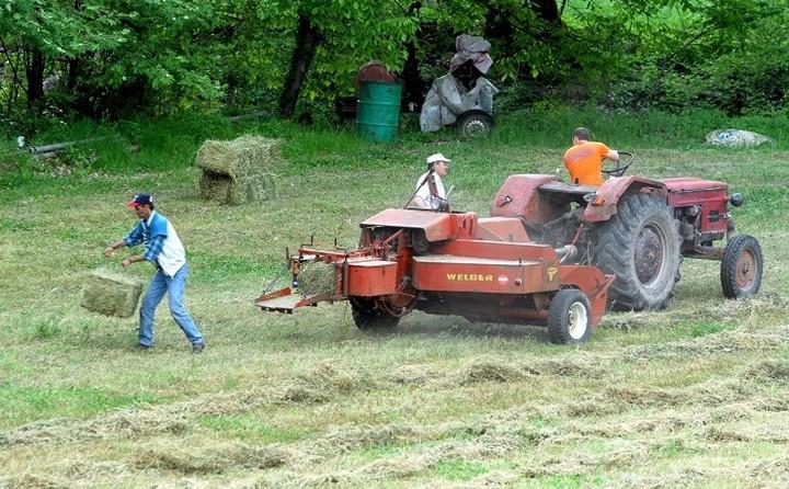 Αύξηση φόρου από το 13% στο 22% για 350.000 αγρότες