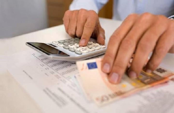 Μισό δισ. ευρώ φτωχότερα τα νοικοκυριά λόγω φόρων