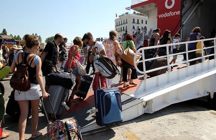 Εκπτώσεις έως και 50% στα ακτοπλοϊκά για να κρατηθούν οι επιβάτες
