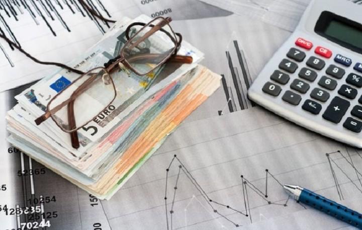 Μειώθηκαν τα χρέη των νοικοκυριών στην Ευρωζώνη